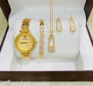 Coffret bijoux dorés perlés...