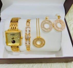 Coffret bijoux dorés pour...